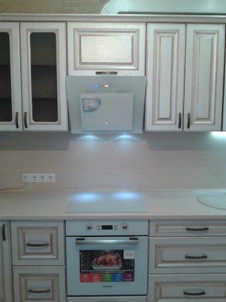 кухня выбор цвета бытовой техники удачный