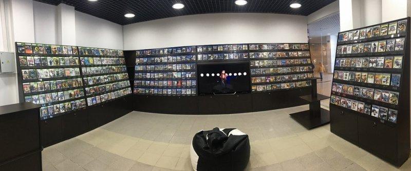 стеллажи в магазин электронных игр