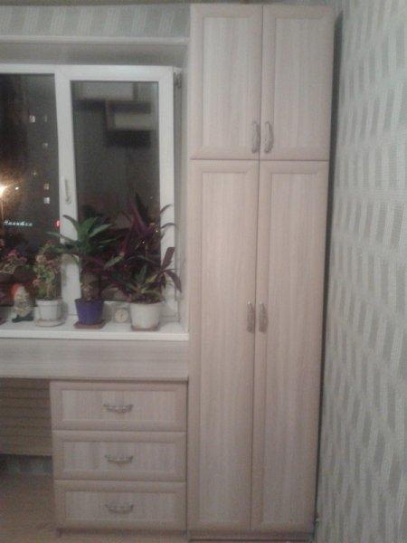 в детскую шкаф, стол, кровать