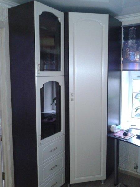 угловой шкаф и гарнитур в спальню племяннице