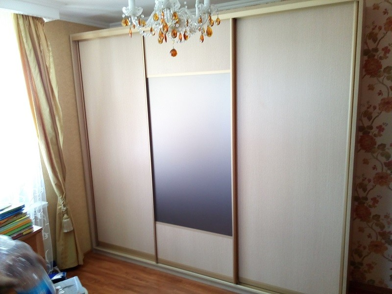 шкаф-купе 3х дверный, зеркало матовое, бронза