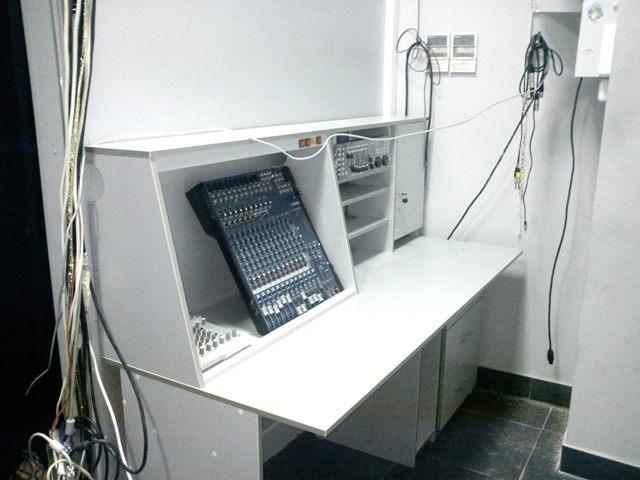 стол для звукорежисера
