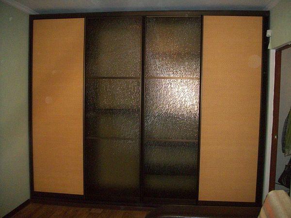 шкаф-купе наполнение ротанг и стекло