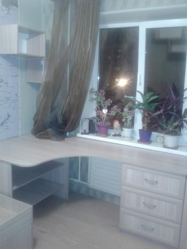 стол угловой с ящиками